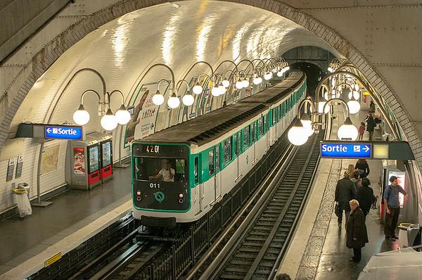 011, Cité 24/10/2011 Linie 4: Porte de Clignancourt-Porte d'Orléans