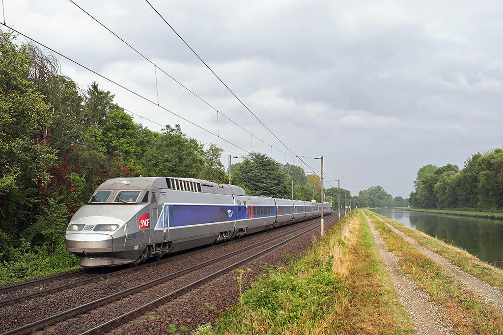 TGV513 Steinbourg 11/9/2012<br /> TGV2452 1746 Strasbourg-Paris Est