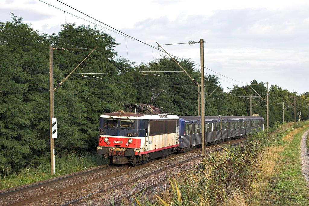 825606 Steinbourg 13/9/2012<br /> 830126 1825 Strasbourg-Saverne