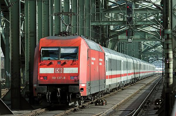 101137 Köln West 6/3/2013 IC2218 0937 Stuttgart Hbf-Hamburg Altona