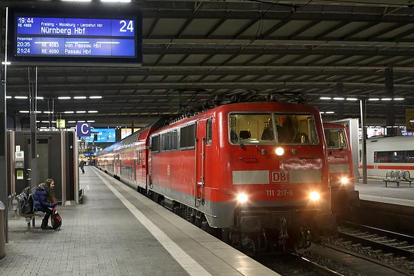 111217 München Hbf 30/11/2016 RE4866 1944 München Hbf-Nürnberg Hbf
