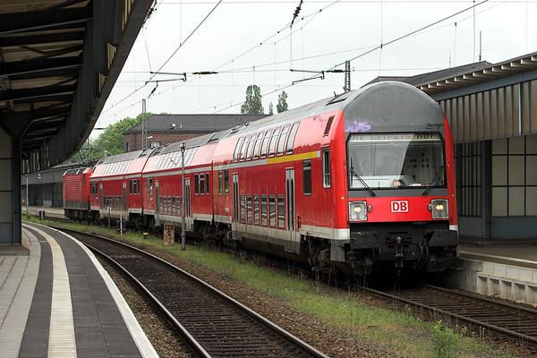 143048 (on rear), Zwickau Hbf 17/5/2006 RE17168 1116 Zwickau Hbf-Leipzig Hbf