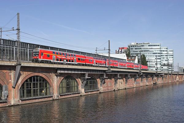 143818 (on rear) Berlin-Jannowitzbrücke 9/5/2011 RB18927 1552 Nauen-Berlin Schönefeld Flughafen