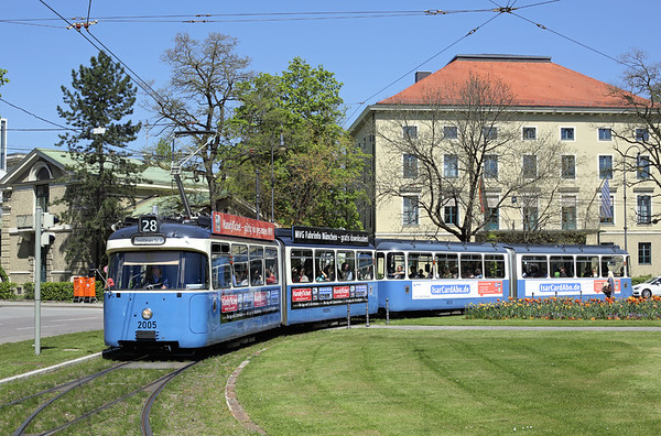 2005 and 3039, Karolinenplatz 6/5/2016