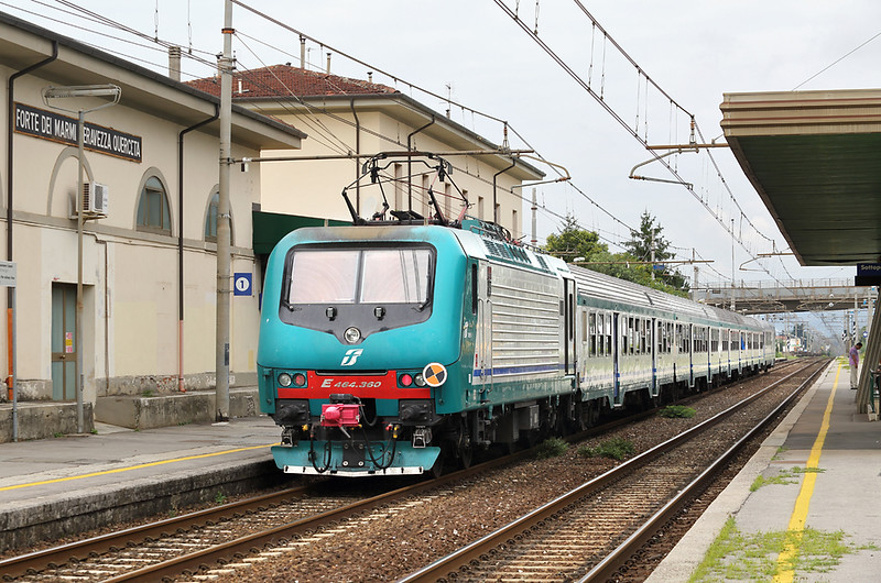 E464-360 Forte dei Marmi 26/9/2013<br /> R11846 1234 Pisa Centrale-La Spezia Centrale