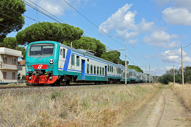 E464-397 (on rear), San Vincenzo 25/9/2013<br /> R11883 1053 Pisa Centrale-Grosseto