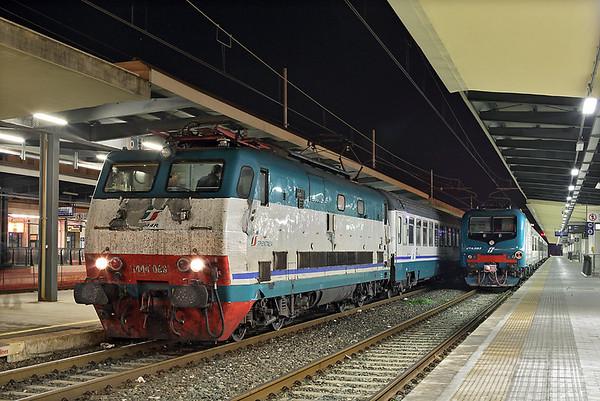 E444-068 and E464-583, Pisa Centrale 23/9/2013 E444-068: IC522 1725 Napoli Centrale-Sestri Levante