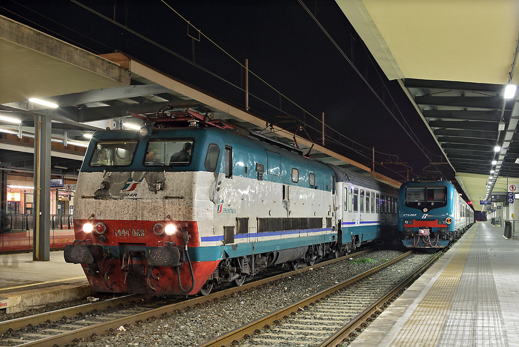 E444-068 and E464-583, Pisa Centrale 23/9/2013<br /> E444-068: IC522 1725 Napoli Centrale-Sestri Levante