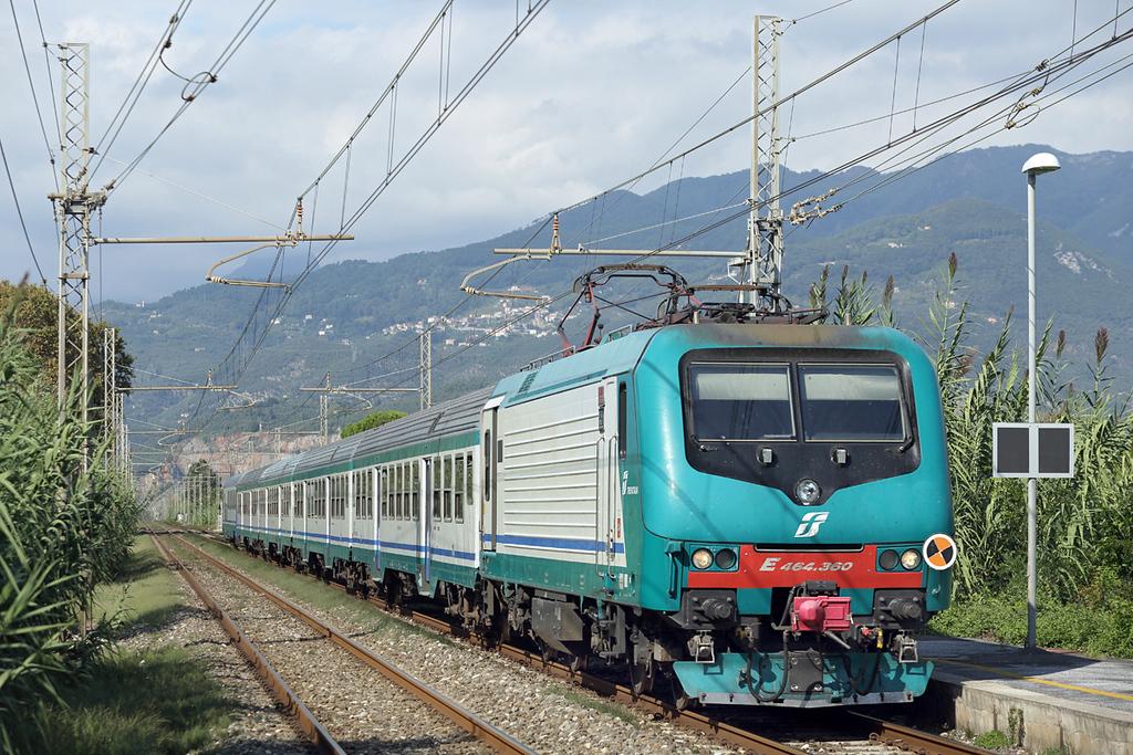 E464-360 Camaiore Lido Capezzano 26/9/2013<br /> R11857 1417 La Spezia Centrale-Pisa Centrale