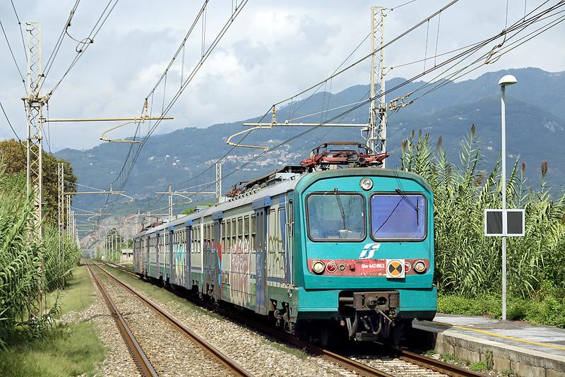 ALe642-052 Camaiore Lido Capezzano 26/9/2013<br /> R11855 1314 La Spezia Centrale-Pisa Centrale
