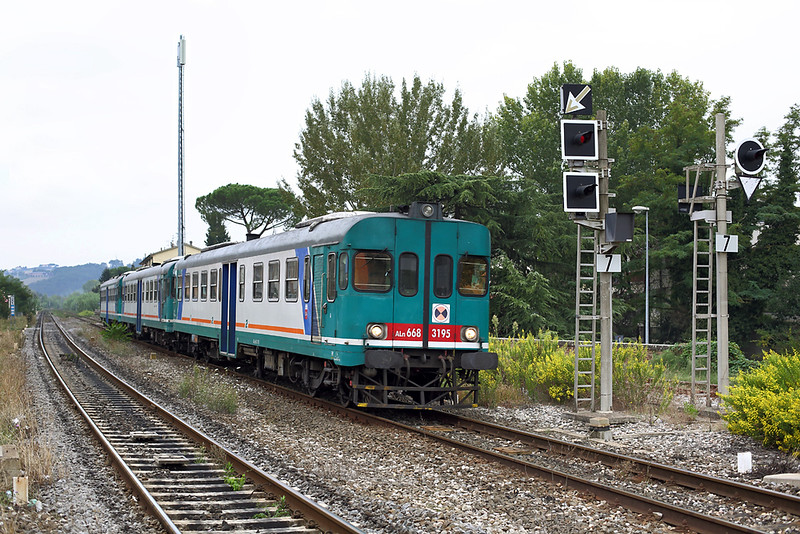 ALn668-3195 Certaldo 27/9/2013<br /> R3032 0652 Orbetello-Firenze SMN