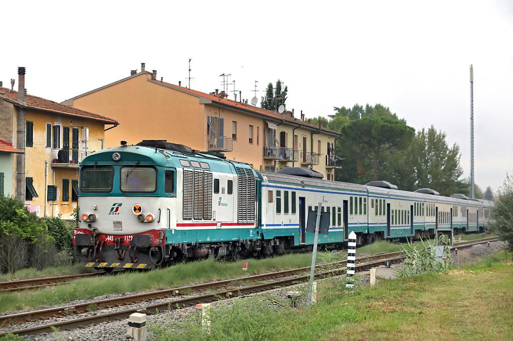 D445-1132 Certaldo 27/9/2013<br /> R11758 0818 Siena-Firenze SMN
