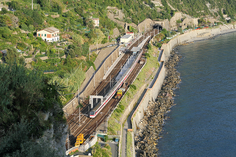 ETR460-27 Corniglia 26/9/2013<br /> FB9774 1329 Roma Termini-Genova Piazza Principe