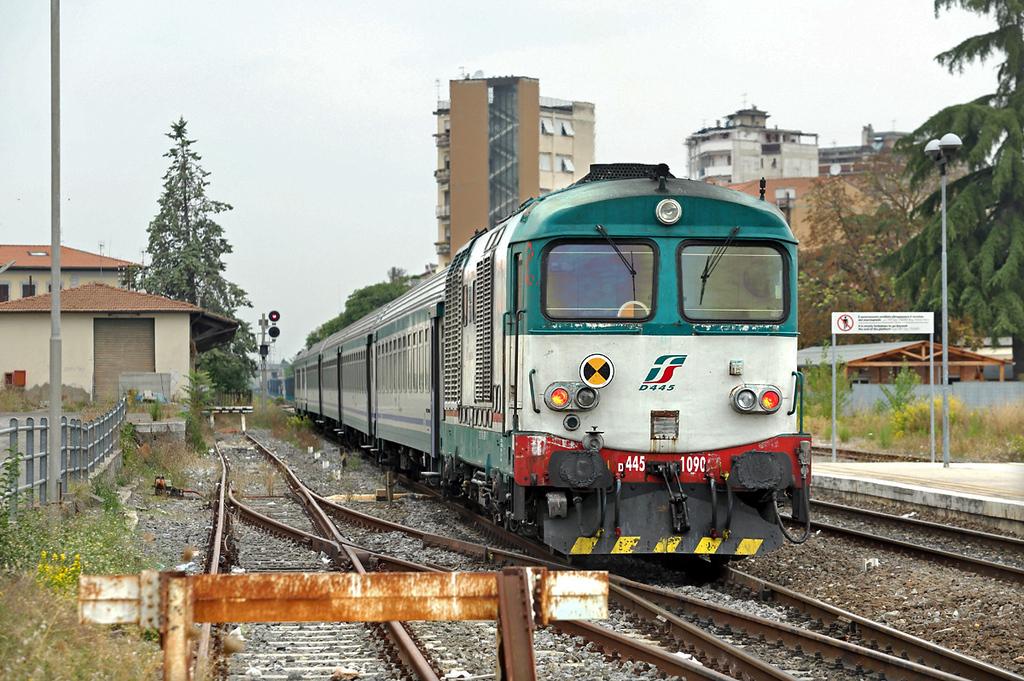 D445-1090 Poggibonsi 27/9/2013<br /> R23466 1041 Siena-Empoli