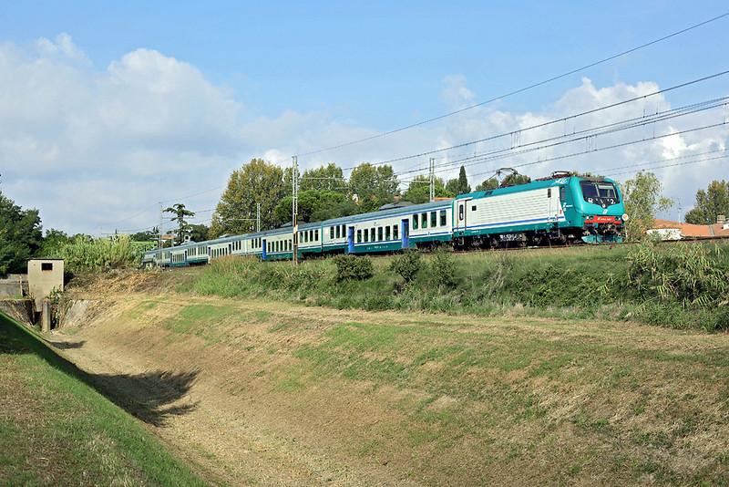 E464-357 Pontedera Casciana 26/9/2013<br /> R23532 0954 Pisa Centrale-Firenze SMN