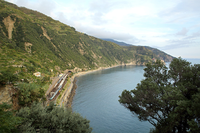 E464-147 Corniglia 26/9/2013<br /> R24506 1810 La Spezia Centrale-Sestri Levante