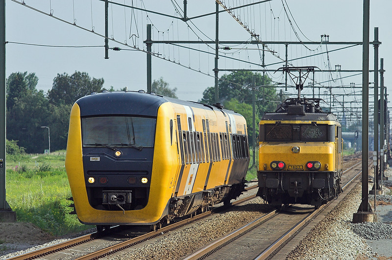 Syntus 58 and 1602, Elst 4/6/2007 31157 1718 Tiel-Arnhem