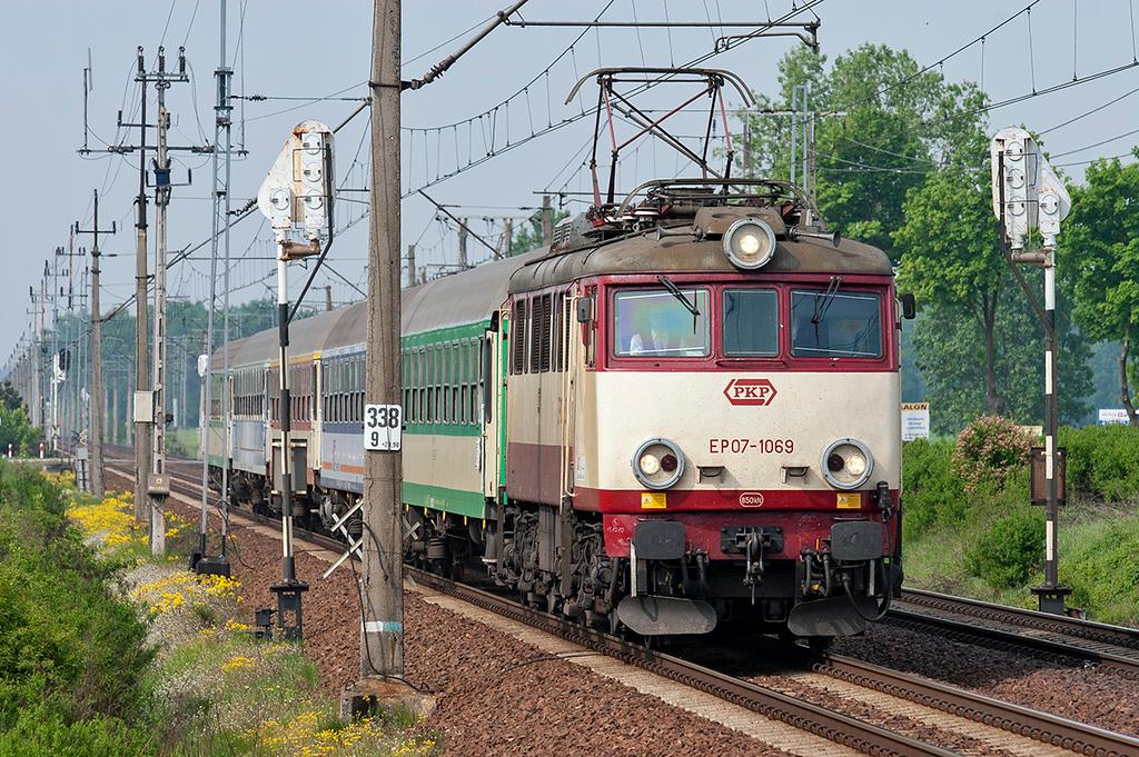 EP07-1069 Wojnowice 12/5/2011<br /> TLK75103 0816 Zielona Gora-Gdynia Glowna