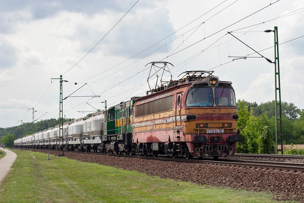 240079 and 741826, Szöny 28/6/2012