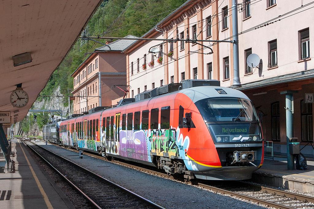 312-121 Zidani Most 11/9/2010<br /> LP2291 1350 Ljubljana-Zidani Most