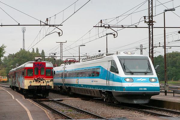 310-006 and 814-021, Pragersko 16/9/2010 310-006: ICS21 1650 Maribor-Ljubljana 814-021: LP3494 1645 Poljcane-Maribor