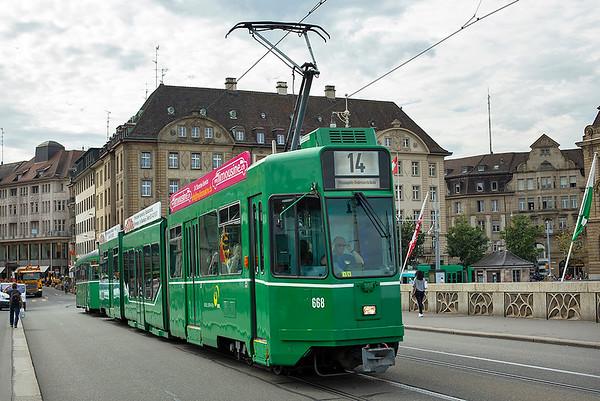 668 and 1444, Mittlere Brücke 29/9/2014