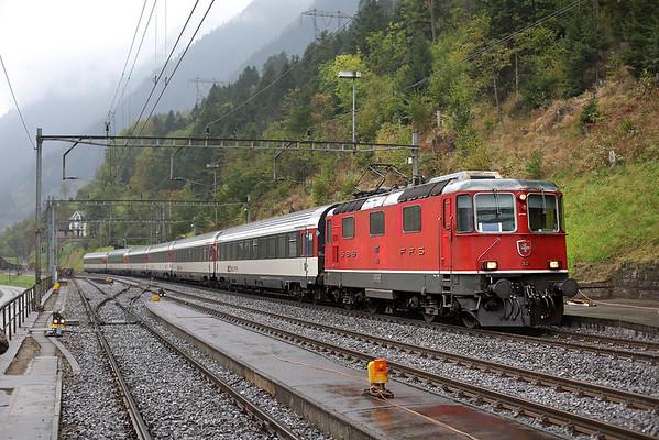 11124 Wassen 30/9/2014 IR2173 1204 Basel SBB-Locarno