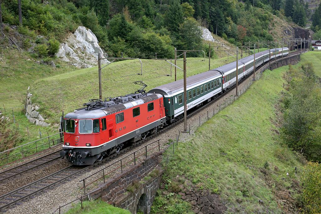 11157 Wassen 30/9/2014<br /> IR2271 1209 Zürich HB-Locarno