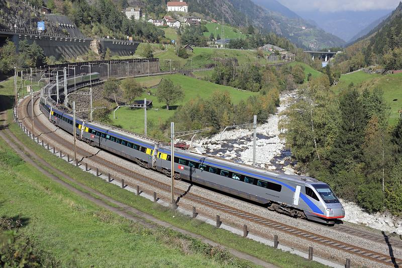 470003 Wassen 2/10/2014<br /> EC319 1322 Zürich HB-Milano Centrale