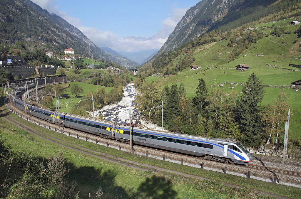470009 Wassen 2/10/2014<br /> EC316 1225 Milano Centrale-Zürich HB