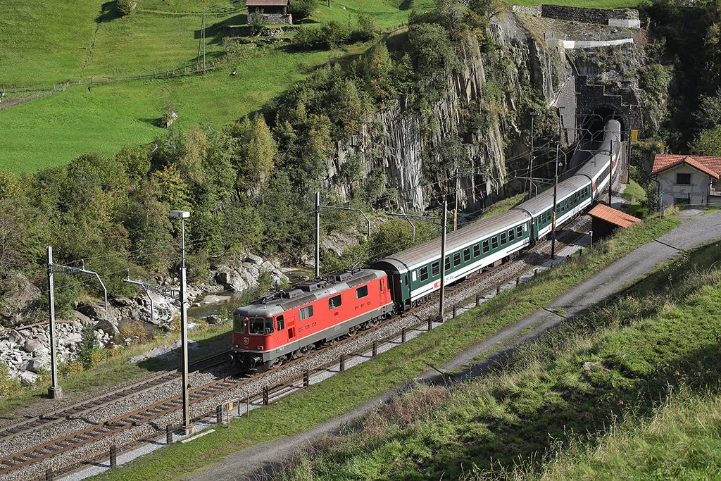 11193 Wassen 2/10/2014<br /> IR2182 1347 Locarno-Basel SBB