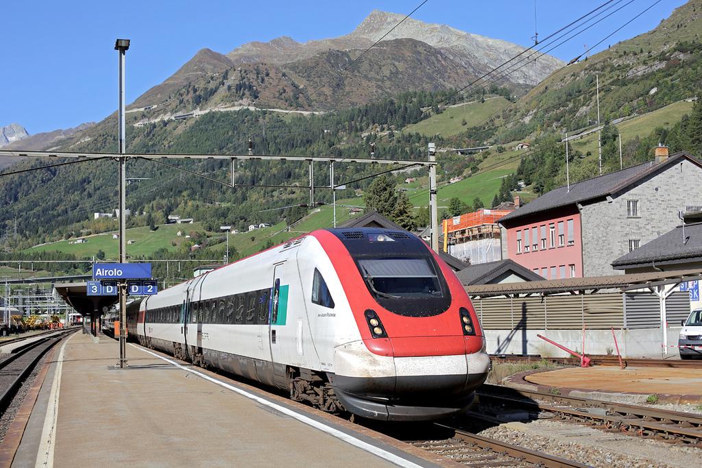 50015 Airolo 2/10/2014<br /> ICN865 0909 Zürich HB-Lugano