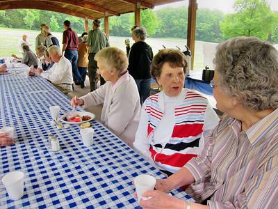 09 May 2010 Breakfast in Park