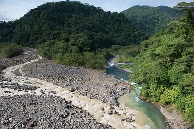 Zusammenfluss des Rio Sucio und Rio Hondura, Braulio Carillo Nationalpark, Costa Rica