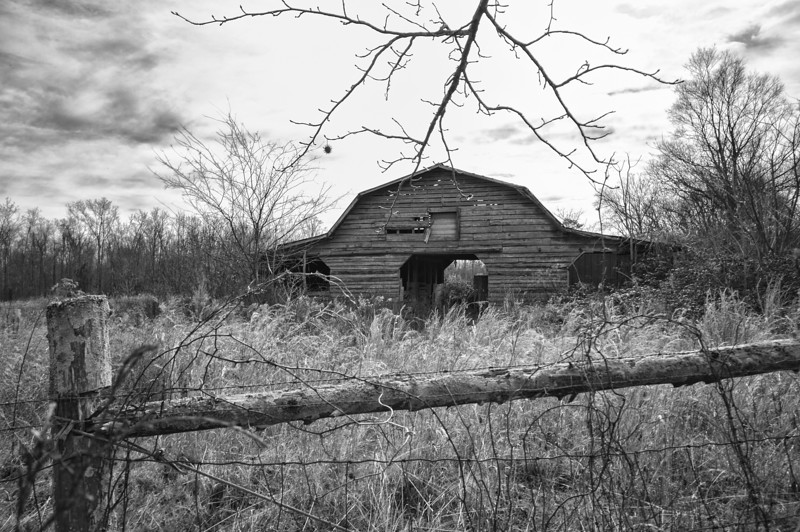 Barn near Martling. Marshall County