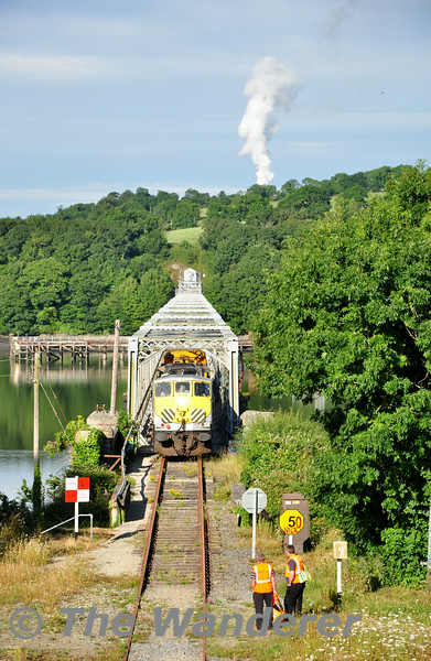 072 crosses the Barrow Bridge at 5MPH with the 0700 Waterford - Rosslare Strand Weedspray Train. The two staff members would be joining the train here to open and close the numerous level crossings on the route. Mon 21.07.14