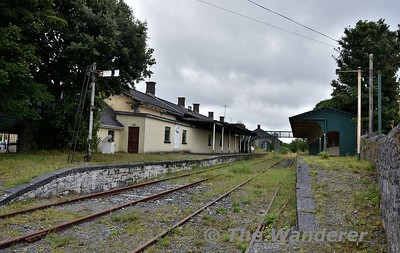 The disused station at Tuam. Looking at the two platforms from the level crossing. Mon 06.08.18