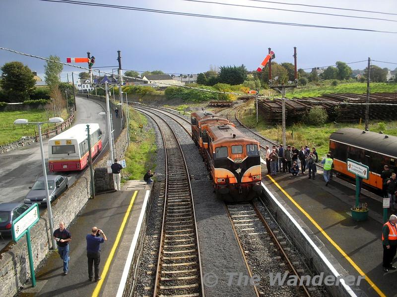 160 + 162 shunt off the railtour at Claremorris. I.T.G. Plan C Railtour. Sat 08.10.05