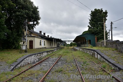 The disused station at Tuam. Looking at the two platforms from the level crossing. The Loop Platform is disconnected from the main road through the station. Mon 06.08.18