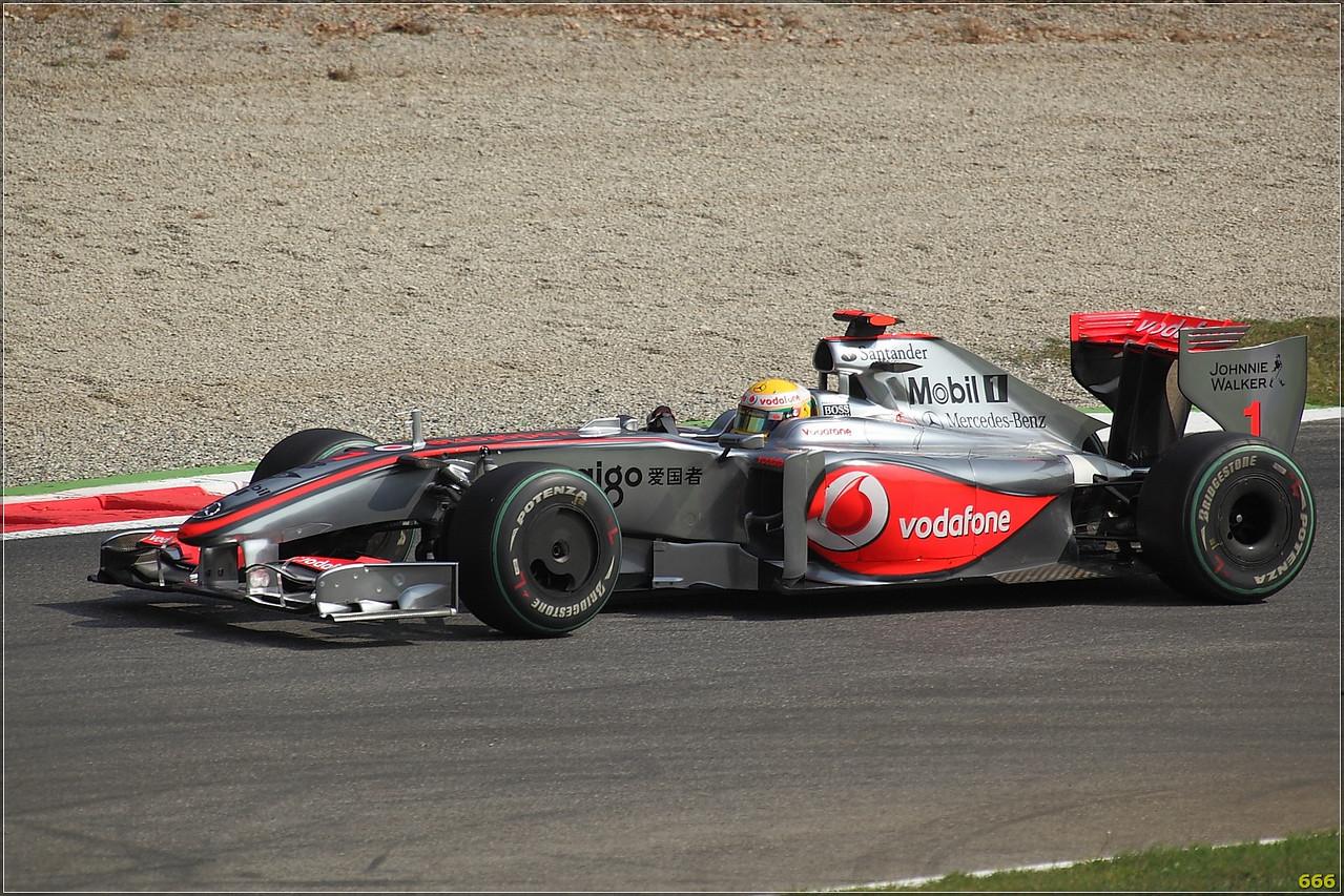 IMAGE: http://photos.corbi.eu/Formula-One/Race/Hamilton00003/650466430_TJ8oB-X2-1.jpg