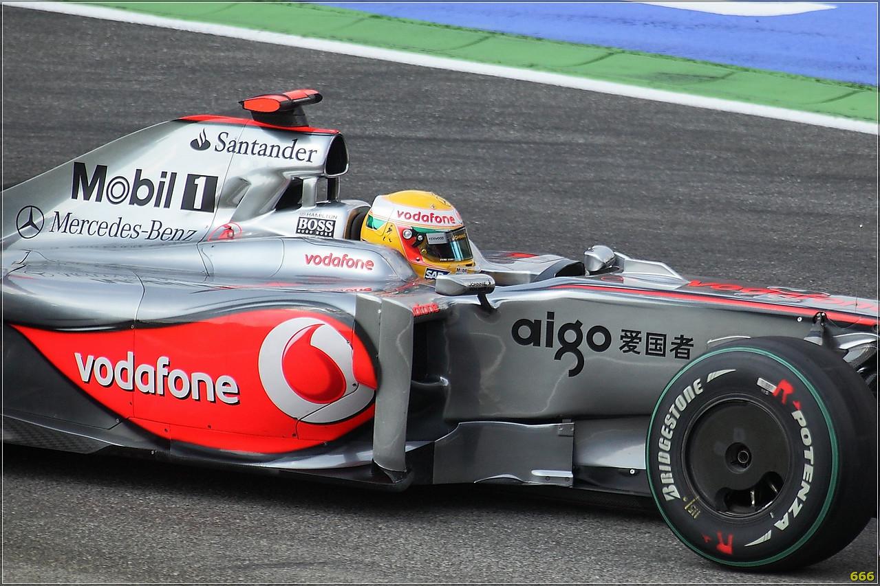 IMAGE: http://photos.corbi.eu/Formula-One/Race/Hamilton00004/650466638_RN3Mq-X2-1.jpg