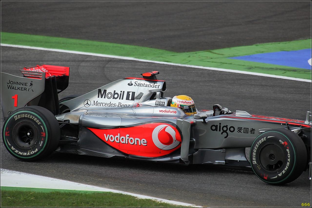 IMAGE: http://photos.corbi.eu/Formula-One/Race/Hamilton00005/650466816_W7Bco-X2-1.jpg