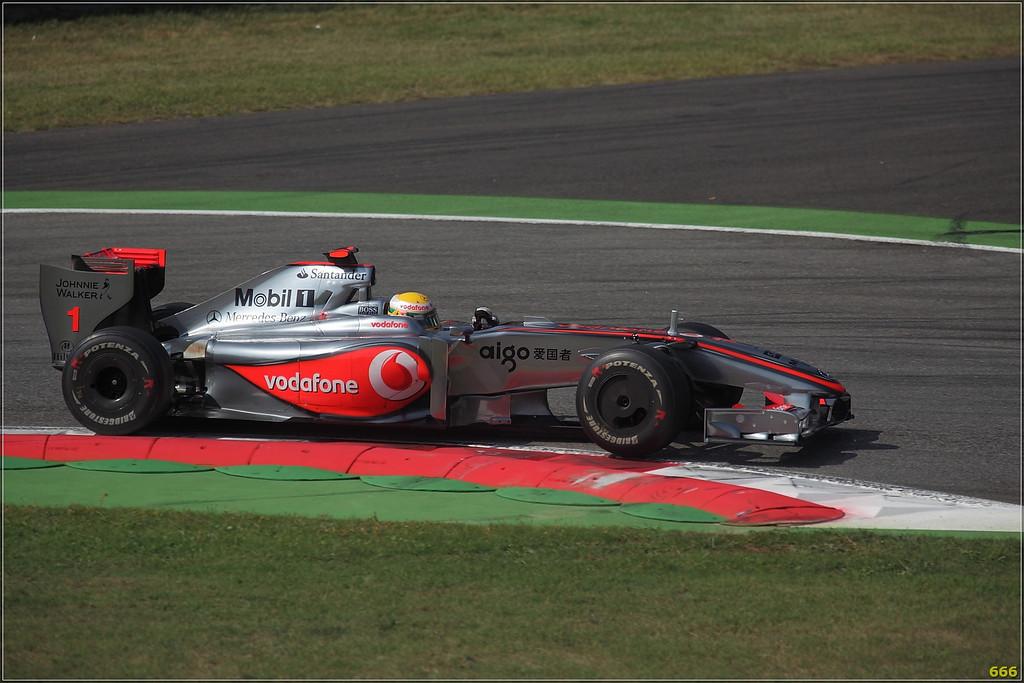 IMAGE: http://photos.corbi.eu/Formula-One/Race/Hamilton00007/650467185_2Npeo-XL-1.jpg