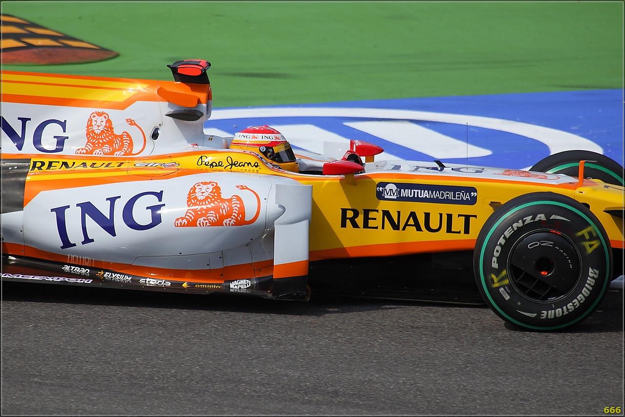 IMAGE: http://photos.corbi.eu/Formula-One/Race/alonso00005/650459038_6H4it-X2-1.jpg