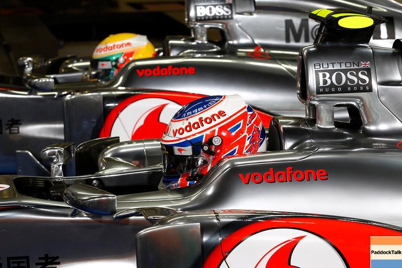 Jenson Button and Lewis Hamilton at Abu Dhabi GP