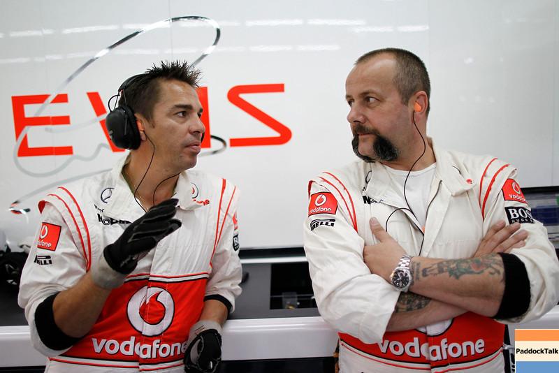 Motorsports: FIA Formula One World Championship 2011, Grand Prix of Korea, mechanic of Vodafone McLaren Mercedes
