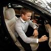 Motorsports / Formula 1: World Championship 2011, Besuch Nico Rosberg besucht in Sindelfingen bei Mercedes Benz, Nico Rosberg ( F1 GP Mercedes Fahrer ) im Kundenzentrum, gibt ein Autogramm auf die Amatur eines Neuwagens