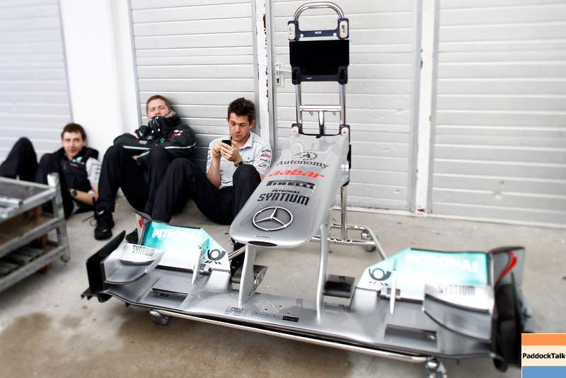 Motorsports: FIA Formula One World Championship 2011, Grand Prix of Hungary, mechanic of Mercedes GP Petronas F1 Team