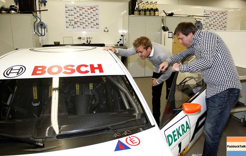 Motorsports / Formula 1: World Championship 2011, Besuch Nico Rosberg in Affalterbach bei der HWA AG an dem AMG Mercedes C-Klasse 2009 von Paul di Resta