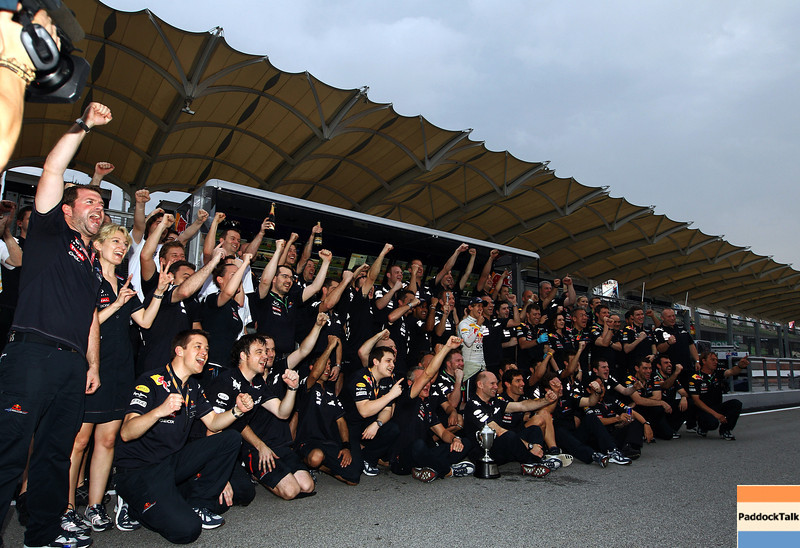 GEPA-10041199027 - FORMULA 1 - Grand Prix of Malaysia, Sepang Circuit. Image shows the rejoicing of the team of Red Bull Racing. Photo: Getty Images/ Paul Gilham - For editorial use only. Image is free of charge